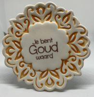 Tegelmagneet met leuke spreuk - Je bent goud waard - Geel bij debadeend.nl